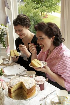1940's tea party by www.vintageandcake.co.uk, via Flickr