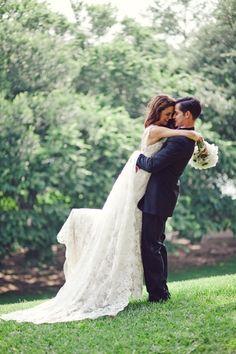 Austin Wedding at Villa Del Lago by The Nichols – Style Me Pretty