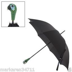 This replica of Mary Poppins' parrot umbrella from the film makes a practical and whimsical souvenir of the smash hit musical. The Mary Poppins: The Broadway Musical - Parrot Head Umbrella will bring the memories flooding back. Mary Poppins 1964, Mary Poppins Broadway, Disney Love, Disney Magic, Funny Disney, Disney Disney, Disney Stuff, Diy Mary Poppins Costume, Carnival