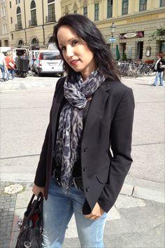 Munich City Fashion Style – Jeans, Highheels, Blazer and Scarf