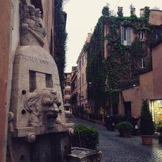 """Via Margutta, ieri sera. #Roma #Rome https://www.zaraapartment.it"
