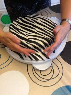 Tarta de cebra, con tutorial de cómo hacerlo. Muy original¡