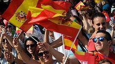Mucha expectación en las calles de Madrid para ver a los nuevos reyes