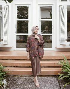 Tips Memakai Batik Kebaya Muslim, Kebaya Modern Hijab, Kebaya Hijab, Batik Kebaya, Kebaya Dress, Model Kebaya Modern, Kebaya Lace, Batik Muslim, Kebaya Brokat