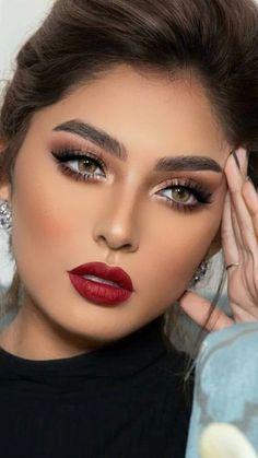 Creative Instagram Stories, Instagram Story, Brunette Beauty, Beautiful Eyes, Bellisima, Pretty Woman, Lipstick, Glamour, Elegant