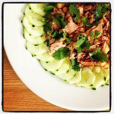 Salada de atum, grão de bico e pepino