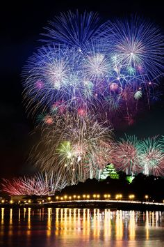 Fireworks over Karatsu Castle, Saga, Japan, Photo by Takaharu Mukai Fireworks Festival, 4th Of July Fireworks, Fireworks Photos, Fireworks Displays, Fireworks Art, Beautiful World, Beautiful Places, Cool Pictures, Cool Photos