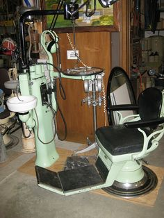 "Naar de tandarts als ""ziekenfonds-patiënt""brrrrrr( ca 1950) Going to the Dentist - 1950's style...spitting into the little sink right next to me..."