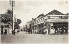 Visit the post for more. Old Pictures, Old Photos, City Of Heroes, Dutch East Indies, Historical Pictures, Surabaya, The Past, Street View, Culture