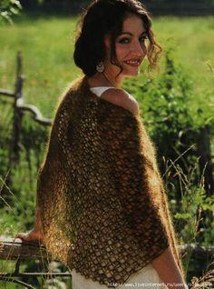 Crochet lace shawl. Free pattern in English.