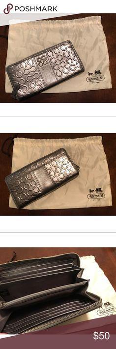 COACH Wallet COACH Wallet. No damages. Includes dust bag. Coach Bags Wallets