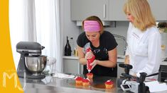 CUPCAKES DE FRESA Y CHAMPAGNE | Con Patricia Arribálzaga Cupcake Recipes, Mj, Youtube, Sweet, Cup Cakes, Muffins, Salad, Videos, Gastronomia