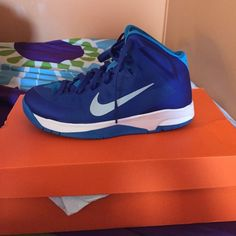💙🏀Hyperquickness GS🏀💙 I got these like a year ago and just wore them for two of my basketball games. I'm not going to play basketball next year or anytime soon so I think it's better if I sell them than just keeping them in my closet in their box ☺️ they're 5 in male youth size and come with the original box. I'm open to offers 😄 Nike Shoes