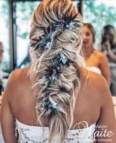 Ash blonde balayage hair with a bohemian wedding hairstyle & flowers in the hair extensions by Maison Maite, hair color & hair extensions specialist : www.maisonmaite.com Bohemian Wedding Hair, Wedding Hair Flowers, Ash Blonde Balayage, Wedding Hairstyle, Updos, Hair Extensions, Hair Color, Dreadlocks, Hair Styles