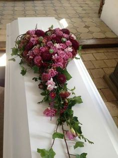New Images Funeral Flowers casket Thoughts Whether or not you will be organizing or perhaps attending, memorials will always be the somber and sometimes . Arrangements Funéraires, Funeral Floral Arrangements, Condolence Flowers, Sympathy Flowers, Casket Flowers, Funeral Flowers, Homemade Christmas Wreaths, Funeral Sprays, Cemetery Decorations