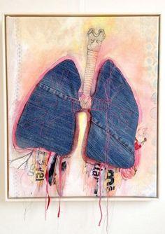 Flyvende lunger - 50 x 60 cm. En original stofcollage i hvid lud træramme af Solveig Mønsted Hvidt