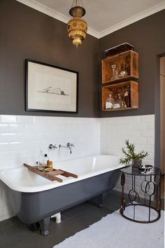 Ciemna ściana W łazience