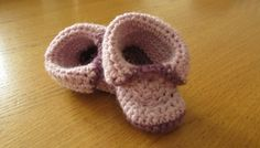 EASY crochet baby booties - roll top baby shoes