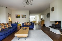 Ruime woonkamer met heerlijke openhaard! (genoeg fruitboeren in de omgeving waar prima haardhout is te halen).