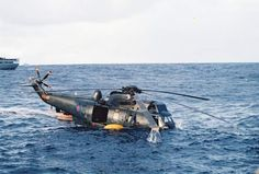 Downed RAF Chinook. Actually a ditched sea king Military Helicopter, Military Aircraft, Aircraft Images, Navy Carriers, Falklands War, History Online, War Photography, Royal Navy, Special Forces