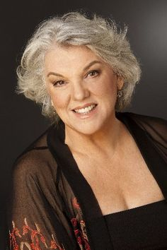 Tyne Daly - Love the hair & the clothes