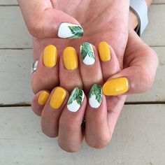 Looking for easy nail art ideas for short nails? Look no further here are are quick and easy nail art ideas for short nails. Hawaii Nails, Aloha Nails, Nail Design Glitter, Nails Art 2016, Nails 2017, Yellow Nail Art, Yellow Nails Design, Bright Nail Art, Yellow Nail Polish