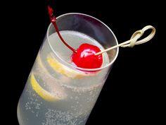 French 75 cocktail (Gin, Champagne, Lemon, Sugar)