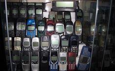 5 VECCHI CELLULARI CHE ORA VALGONO UNA FORTUNA Li AVETE ANCORA? ecco quali sono Appena una ventina d'anni fa, in cui internet – come lo intendiamo noi oggi – non c'era, in cui non c'era facebook e non c'era tanto meno whatsapp. Era un'epoca in cui c'erano ancora i telefoni pubbl #valorevecchicellulari