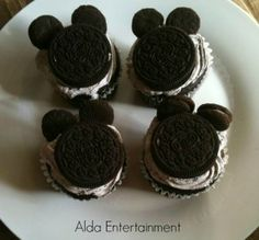 so easy to make!! Great for a kids party or a treat for the kids!!! Mickey Mouse Cupcakes