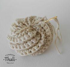 the tutorial , Crochet Diy, Crochet Hats, Tutorial Crochet, Crochet Round, Crochet Patterns For Beginners, Knitting Patterns, Crochet Scrubbies, Lucet, Homemade Crafts