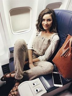 Olivia Culpo- what an airport outfit 😍 Outfit Stile, Overalls Outfit, Outfits Inspiration, Mode Inspiration, Looks Style, Style Me, Airplane Outfits, Summer Airplane Outfit, Street Style