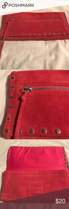 Banana Republic clutch This Banana Republic clutch has been used but in good condition no tears or rips on the back there is a little color on the bottom from rubbing against jeans Banana Republic Bags Clutches & Wristlets