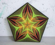 Cadena arte PENTAGRAM verde  naranja geometría sagrada