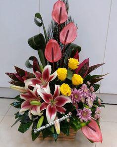Altar Flowers, Church Flowers, Funeral Flowers, Creative Flower Arrangements, Floral Arrangements, Calla Lily Centerpieces, How To Wrap Flowers, Flower Packaging, Diy Wedding Flowers