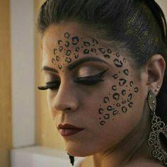 Make onça carnaval (maquiadora @julianabeautyartist) maquiagem oncinha Cheetah Halloween Costume, Halloween Face Makeup, Halloween Customs, Cheer Makeup, Makeup Tips, Makeup Looks, Facial, Vogue, Make Up
