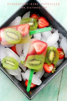 Strawberry-Kiwi Fruit Popsicles: Super easy to make, delicious and healthy Strawberry-Kiwi Popsicles!