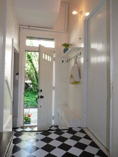 Peel and stick vinyl tiles. Cheap and durable for a mudroom, laundry room, etc. Vinyl Sheet Flooring, Linoleum Flooring, Kitchen Flooring, Tiled Floors, Hardwood Floors, Budget Flooring Ideas, Room Interior, Interior Design Living Room, Rental Kitchen