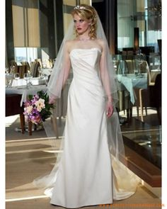 Robe de mariée simple avec traîne