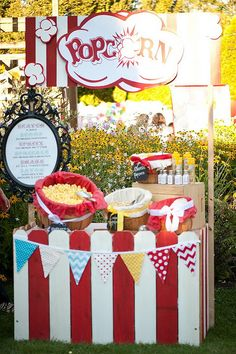 Popcorn Stand: This would be great for a kids birthday party.or even an outdoor movie night carnival party popcorn party popcorn stand Fall Carnival, Circus Carnival Party, Carnival Birthday Parties, Circus Birthday, Carnival Games, Carnival Booths, Carnival Wedding, Circus Theme, Vintage Circus Party