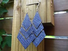 Denim Earrings- Denim Chevron Jean Earrings via Etsy Fabric Earrings, Fabric Jewelry, Leather Earrings, Leather Jewelry, Diy Denim Earrings, Denim Armband, Jewelry Crafts, Handmade Jewelry, Denim Bracelet