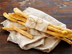 Italialaista alkuperää olevat grissinit eli leipätikut ovat kivaa purtavaa keiton ja  alkusalaatin kanssa tarjottuna. Grissinit sopivat myös buffet-pöytään juustojen ja salaattien kaveriksi.