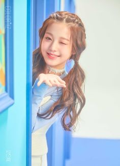And top 'dog' in the IZ*ONE - who if her DOB is correct is only 14 ! I think this young lass is destined for big things but . such a young age. Cute Korean Girl, Asian Girl, Kpop Girl Groups, Kpop Girls, Japanese Girl Group, Ulzzang Girl, Cute Hairstyles, Kpop Hairstyle, Mini Albums