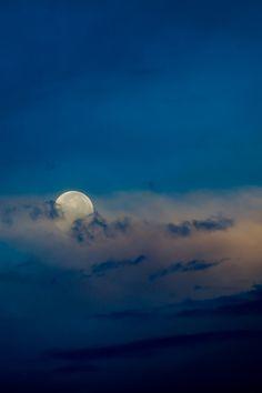 c1tylight5:  The setting Moon |Kelly Headrick