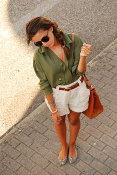 SO cute. Love the flats, blouse, linen(?) paper bag shorts, and that great structured bag. Perfect weekend outfit.