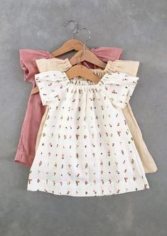 Baby girl clothes diy dresses etsy new ideas Baby Girl Fashion, Kids Fashion, Vêtement Harris Tweed, Toddler Outfits, Kids Outfits, Little Girl Dresses, Baby Dresses, Baby Kids Clothes, Diy Clothes