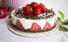 Low Carb No Bake Erdbeere-Quarktorte mit Schokoboden – Low Carb Köstlichkeiten