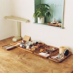 Project & Meeting Rooms :: wooden trays from muji used for organizing stationery Acacia, Muji Style, Studio Living, Living Room, H & M Home, Square Plates, Modern Desk, Minimalist Interior, Wood