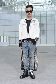 G-Dragon Attends 'Chanel 2015 SS Haute Couture Collection' Fashion Week 2015, Fashion Week Paris, Mens Fashion Week, G Dragon Instagram, G Dragon Fashion, Bigbang G Dragon, Big Men Fashion, Men's Fashion, Crazy Outfits