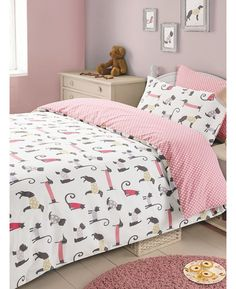 This Cat and Dog single duvet cover set will add a cute finishing touch to any girls bedroom. Free UK delivery available