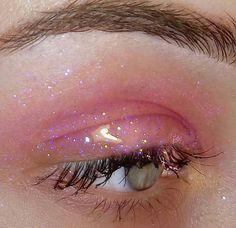 Trendy Pink Glitter Eye Makeup Designs You Can Love - Page 19 of . Trendy Pink Glitter Eye Make-up-Design, das Sie lieben können - Seite 19 vo. Trendy Pink Glitter Eye Makeup Design You Can Love - Page 19 of 64 - Diaror Diary - Nonfolder (+ inspir. Pink Eye Makeup, Glitter Eye Makeup, Glossy Makeup, Eye Makeup Tips, Cute Makeup, Pretty Makeup, Makeup Inspo, Makeup Art, Makeup Eyeshadow